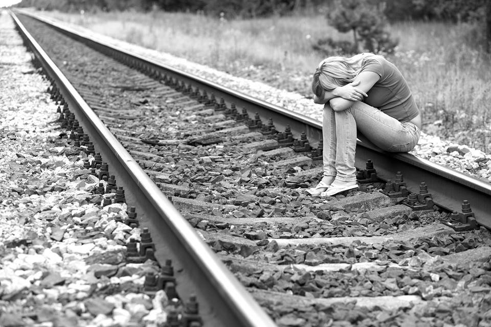 171128 204 - 死前求助30次但卻沒有人接電話…最後選擇了自殺…