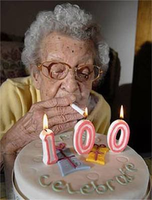 22-funny-old-lady-smoking