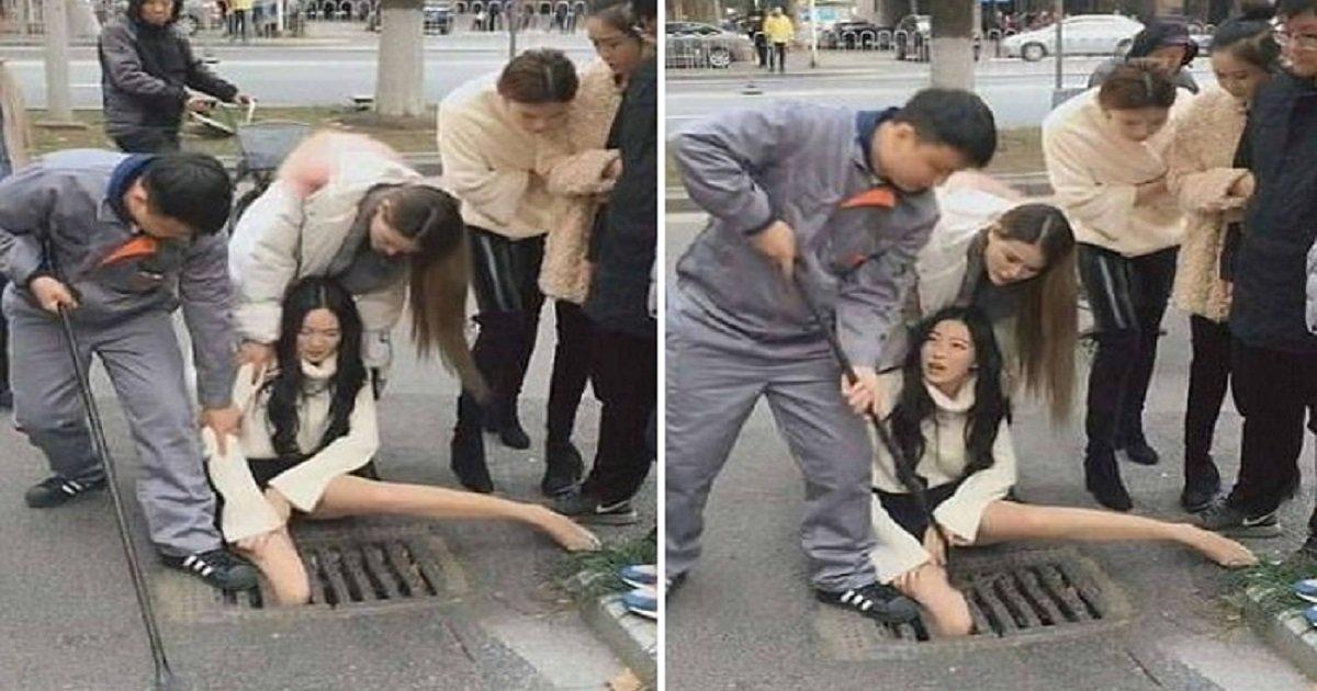 """222 2 - 도로 하수구 틈에 다리가 끼어버린 여성... """"너무 말라서"""" (영상)"""