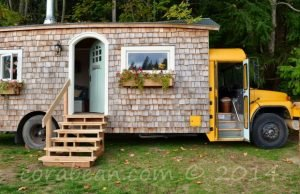 54ffa3115d19b-shingled-bus-house-1-de