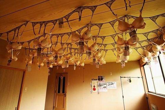 20171116003158 img 9 m - 【恐怖注意】日本に女性のブラジャーがいっぱいある呪いのお寺がある?