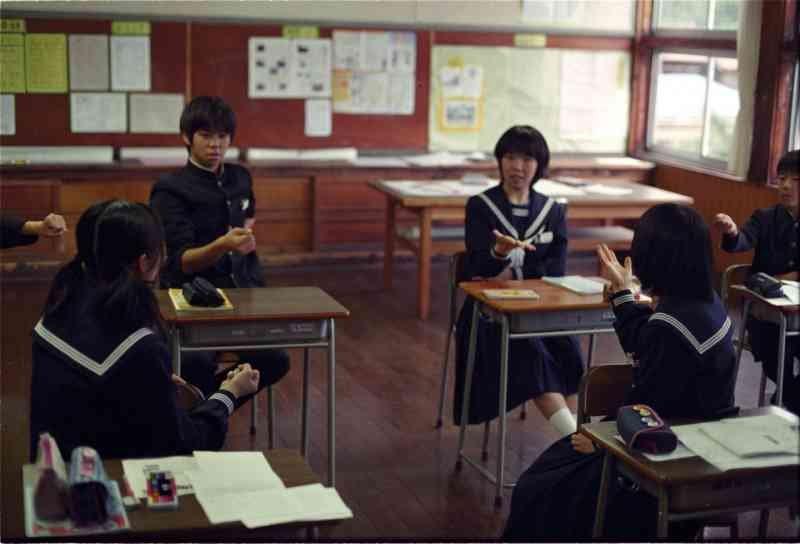 playing_janken_-_school_in_japan