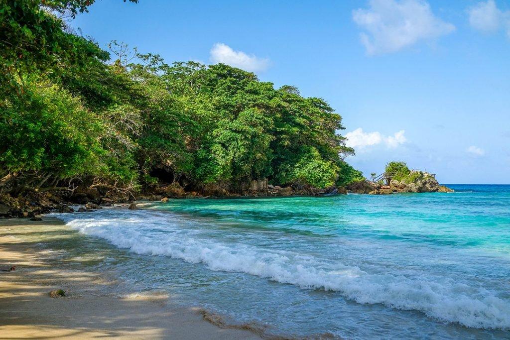backpacking-in-jamaica-beach-road-affair
