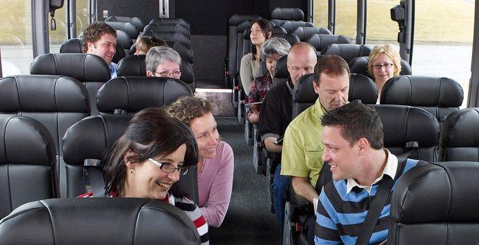 bus 300x154 - Pesquisa revela que pessoas que conversam com desconhecidos no transporte público são mais felizes
