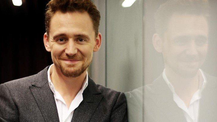 """Correio eletrônico - Tom Hiddleston há 6 anos jogou Loki, o vilão dos """"Vingadores"""" agora parece muito diferente"""