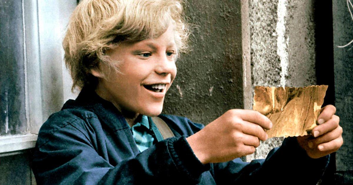 cover8.jpg?resize=300,169 - ¡En La Película de Willy Wonka Charlie No Ganó El Ticket Dorado Por Suerte!