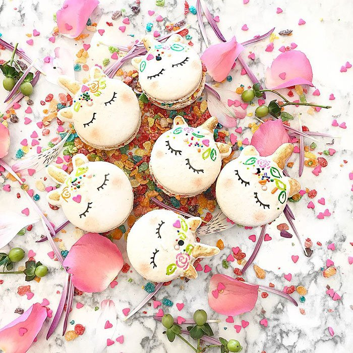 cute-unicorn-macarons-19-586e4fc238dbf__700