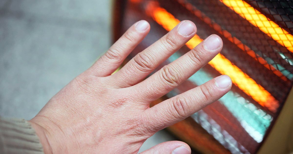 dfs.jpg?resize=412,232 - '수족냉증'에 걸린 손을 따뜻하게 만들어주는 혈자리 지압법 3 (사진 9장)