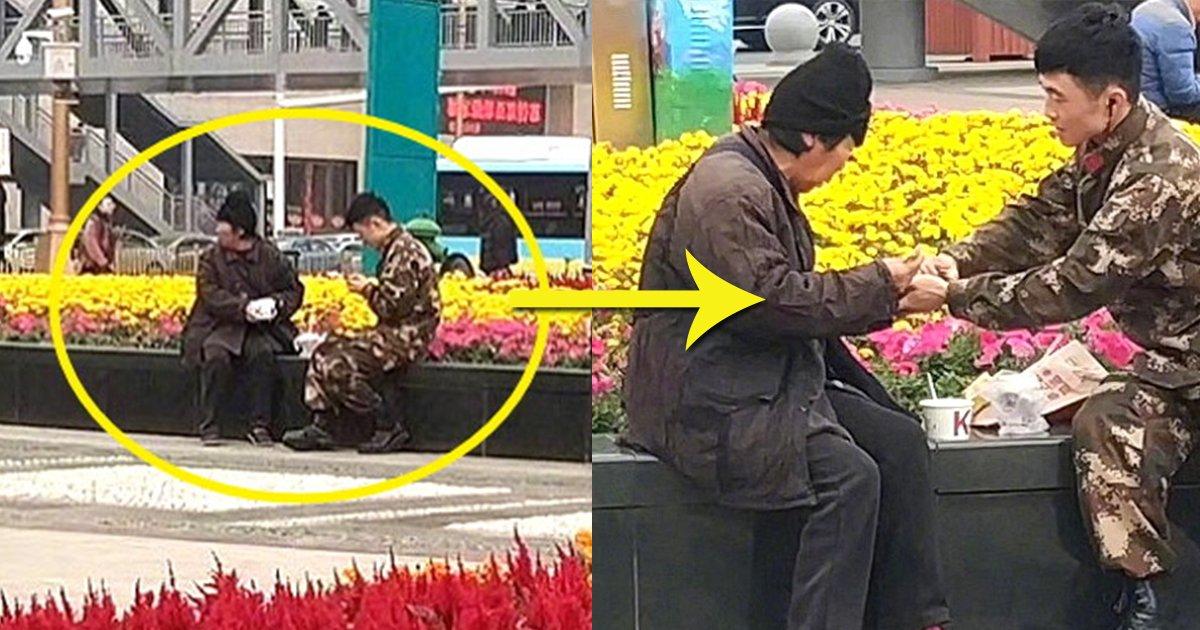 eba994ec9db812.jpg?resize=1200,630 - 강추위에 떨고있는 '노숙자'에게 따뜻한 음식을 준 군인
