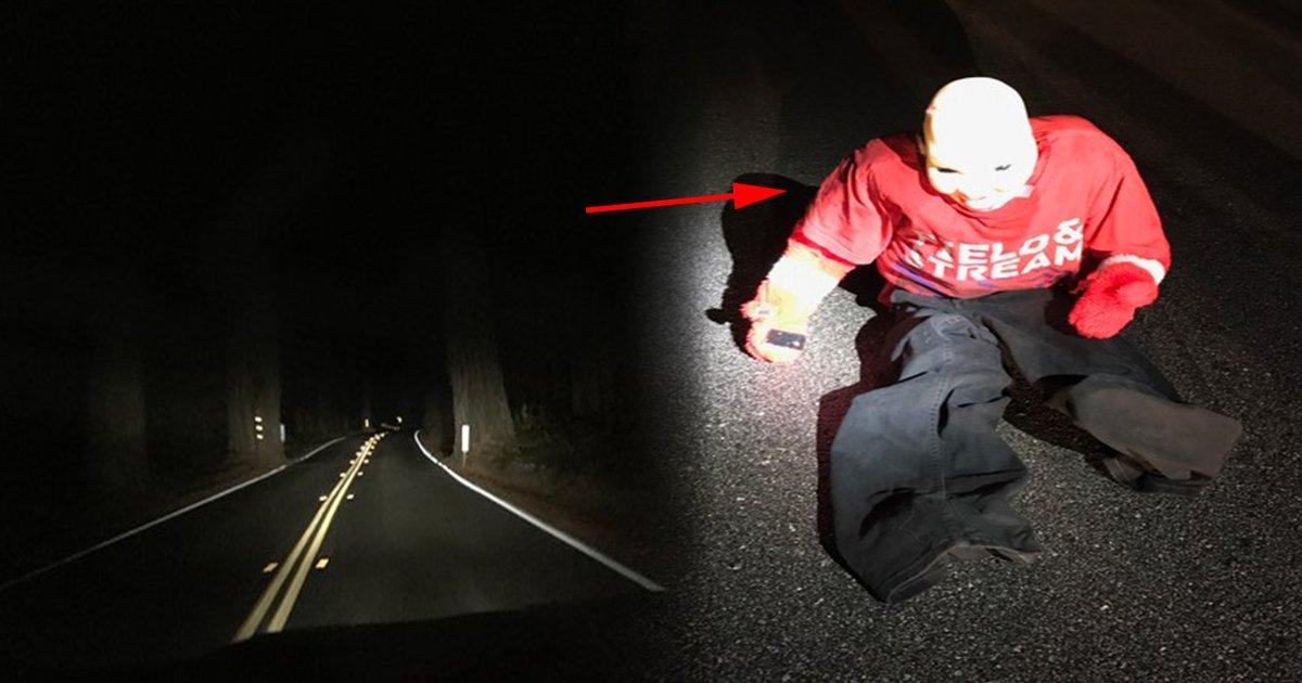 ec8db8eb84ac2 5.jpg?resize=1200,630 - La police prévient : si vous voyez un «enfant» assis sur le bord de la route, restez dans la voiture avec vos portes verrouillées