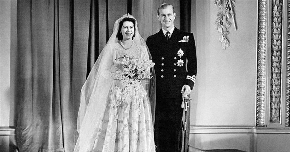eca09cebaaa9 ec9786ec9d8c 75 - 350 Designers Took 7 Weeks To Design This Wedding Dress For Queen Elizabeth