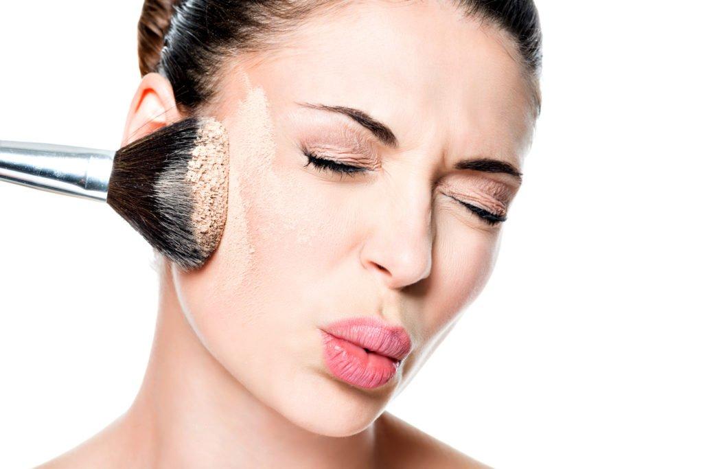 foundation 20yearsold makeup recommend adobestock 61561001 - 20代女性必見!山のようにあるファンデーションの中から、自分の肌に合ったものを選ぶには?