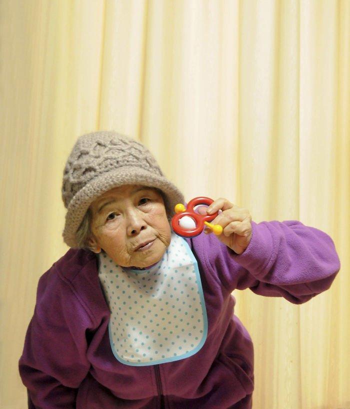 funny-self-portraits-kimiko-nishimoto-89-year-old-15-5a0a9df43c174__700