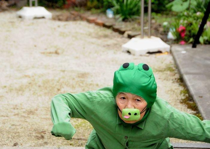 funny-self-portraits-kimiko-nishimoto-89-year-old-9-5a0a9e1020b36__700