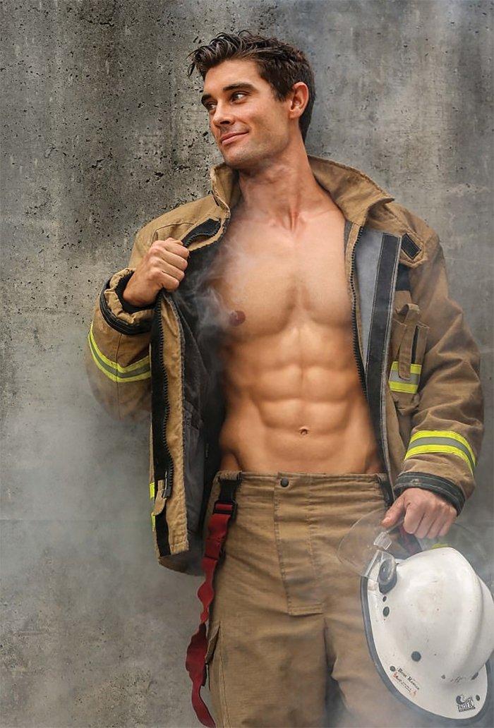 hot-calendar-shoot-firefighters-australia-6-59df0f6037e6c__700