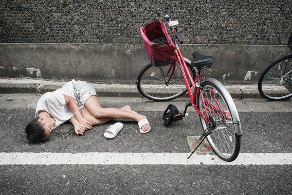img 59fdce28144eb.png?resize=1200,630 - イギリス写真家が撮影した「泥酔状態日本人」コレクション(写真10枚)