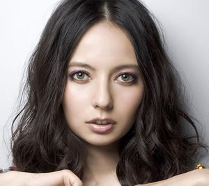 img 5a17efd4a6abb.png?resize=300,169 - ベッキーの水着姿って、どう?
