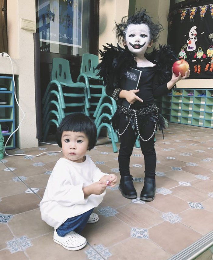 kindergartener-girl-death-note-l-ryuk-halloween-costume-15-59f6dc48a5485__700