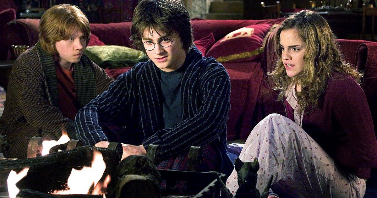 mainphoto harrypyjama - [Idée cadeau] Pour Noël, Harry Potter sort en chaussettes et pyjama !