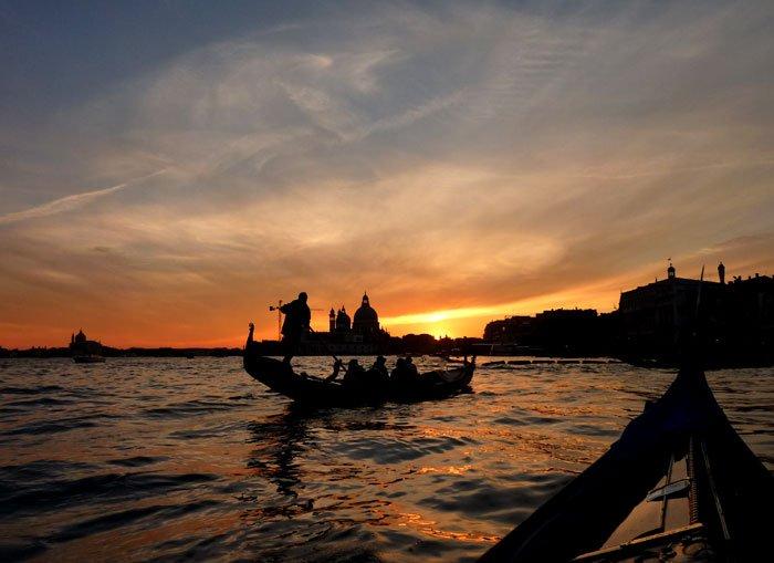 Image result for 夕暮れのベネチアでゴンドラ