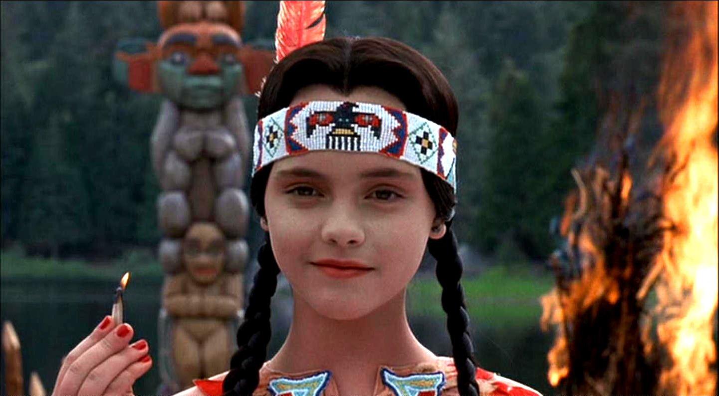merlina addams pocahontas - ¡Mira cómo se ve actualmente Merlina, la hija de los populares Locos Addams!
