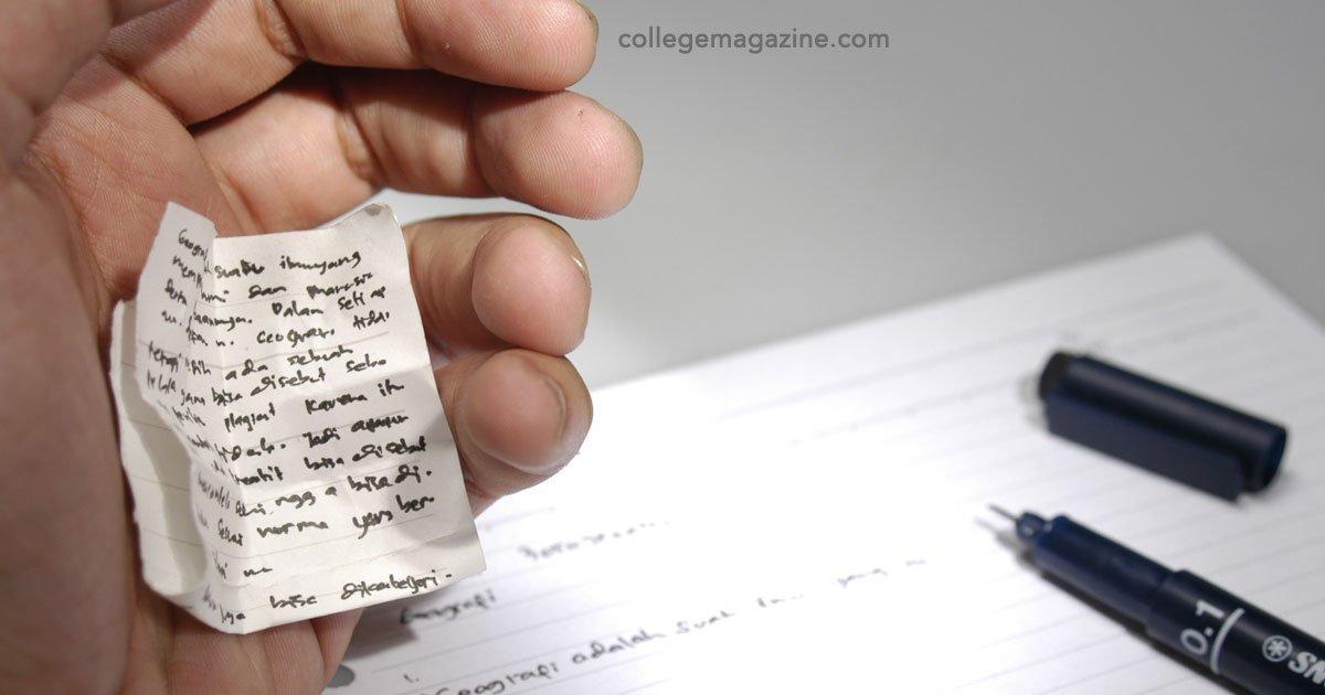 portada 19.jpg?resize=1200,630 - Fabulosos trucos para hacer trampa en los exámenes ¡Qué nivel de creatividad!
