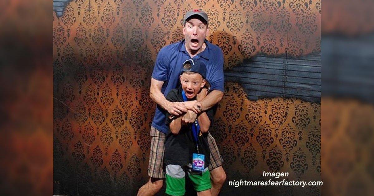 portada 9 - 15 divertidas reacciones de personas que entraron a una casa del terror, morirás de risa