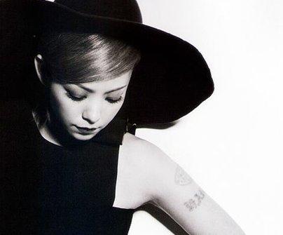 安室奈美恵 タトゥー 薄い에 대한 이미지 검색결과