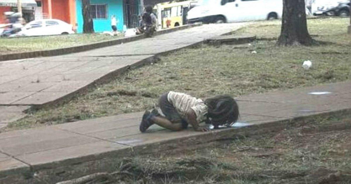 1 245.jpg?resize=300,169 - '아르헨티나'의 한 가난한 소녀가 생수를 살 돈이 없어 보였던 행동