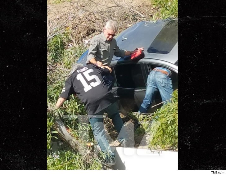 111-harrison-ford-car-accident-main-tmz-8