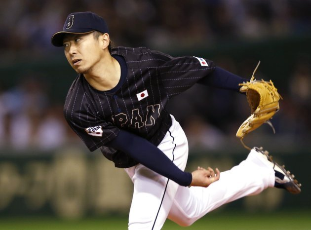 Japan's starter Chihiro Kaneko pitches against U.S. Major League Baseball (MLB) All-Stars during the first inning of an exhibition baseball game in Tokyo November 14, 2014.   REUTERS/Toru Hanai (JAPAN - Tags: SPORT BASEBALL)