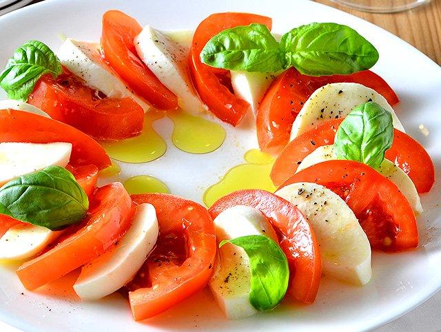 218 2.jpg?resize=1200,630 - 【イタリア料理の基本】トマトとチーズを使った時短レシピ