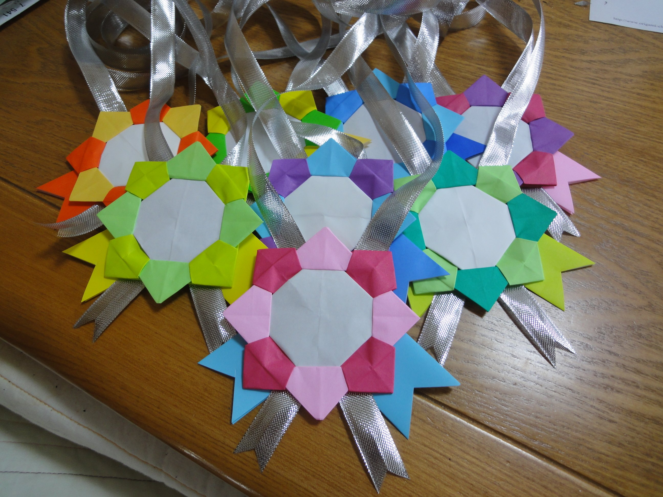 3 461 - 簡単にできる!折り紙のメダルの作り方
