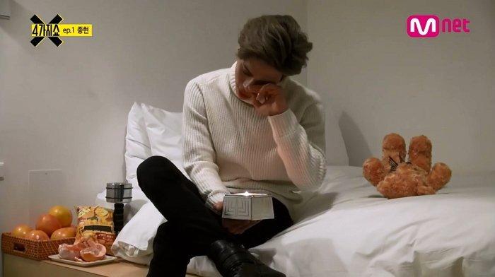 「真的很累」曾在淚水中坦白真心的SHINee鐘鉉 (影片)