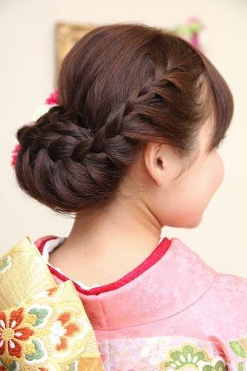 4 250 - 成人式や結婚式に・・・振袖にピッタリの髪型は?