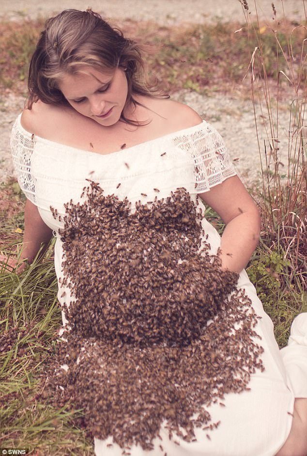 43c2477700000578-4841414-buzzing_baby_experienced_beekeeper_emily_mueller_33_poses_with_2-m-73_1504206451484