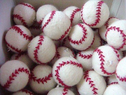 493 5 1.jpg?resize=1200,630 - 柔らかいから安心!フェルトの野球ボールの作り方