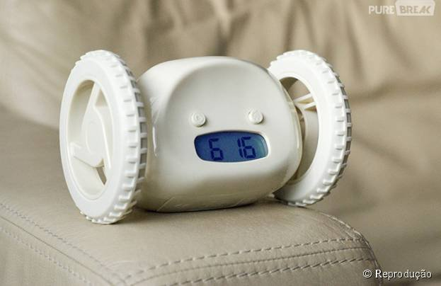 82060-esse-despertador-sai-tocando-e-rolando-diapo-2