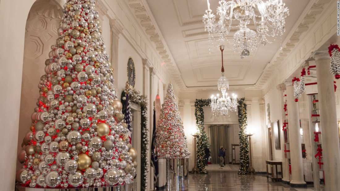 161129142622 009 christmas at the white house 2016 super 169 - White House Unveils 2017 Christmas Decorations & the Result is Truly gorgeous