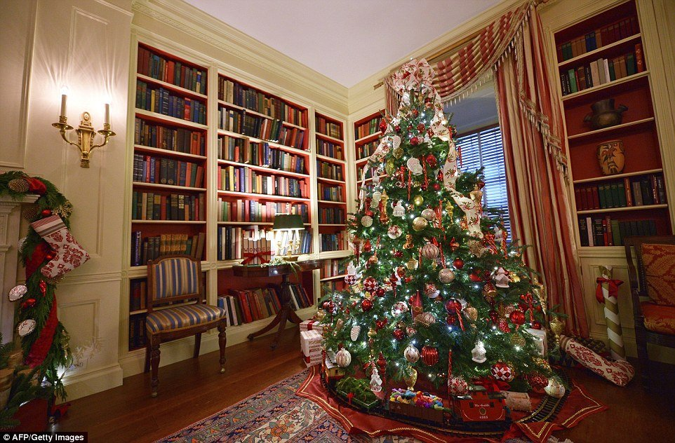 23B6976A00000578 2859436 Oh Christmas tree oh Christmas tree The White House library tree a 17 1417651928110 - White House Unveils 2017 Christmas Decorations & the Result is Truly gorgeous