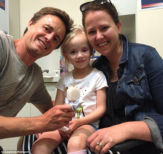 Os pais Paul e Gaylene (foto) disseram que foi traumático ver a garota passar por tanto sofrimento