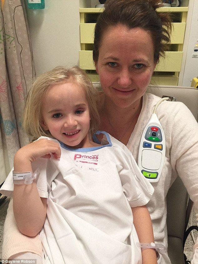 Ligação mãe filha: Ms Robson disse que o ano a deixou totalmente esgotada - tanto mentalmente e fisicamente