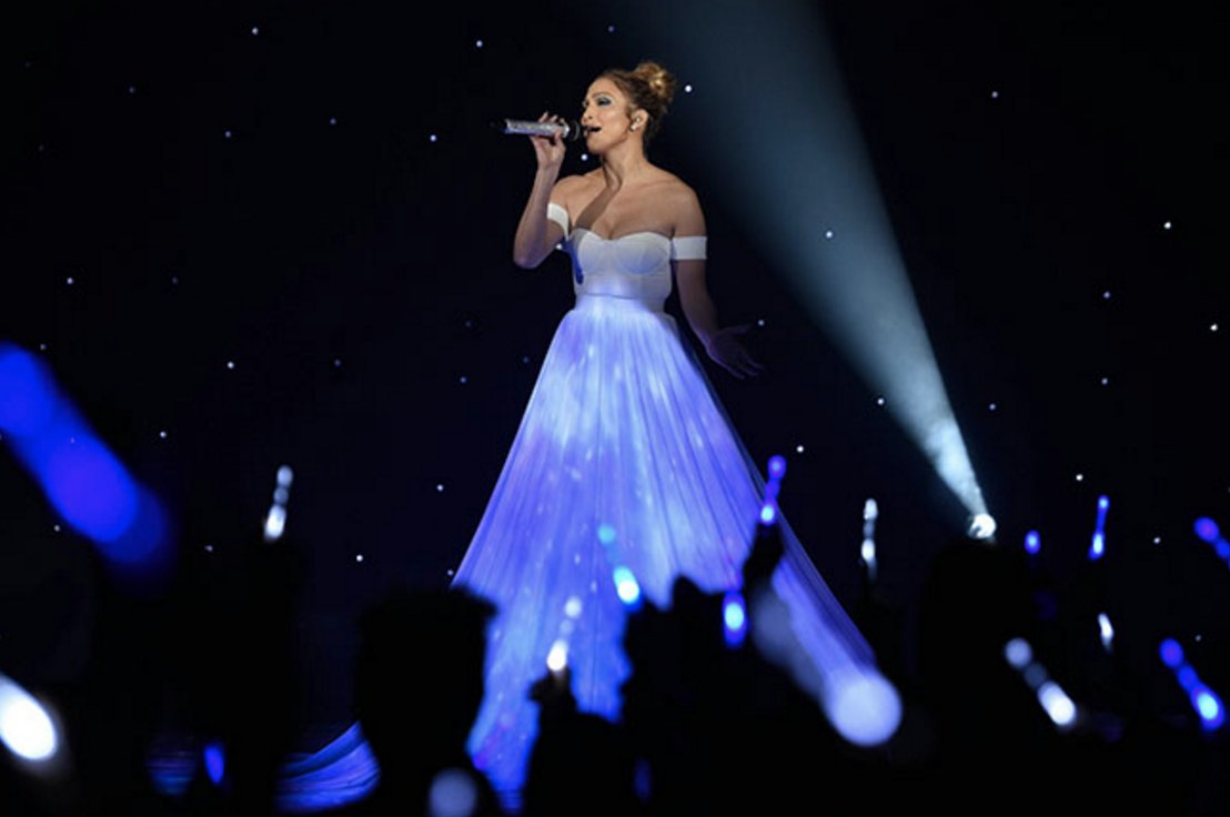 Screen Shot 2017 11 09 at 8.59.53 PM - Why Jennifer Lopez's Dress in American Idol Performance Left People Speechless