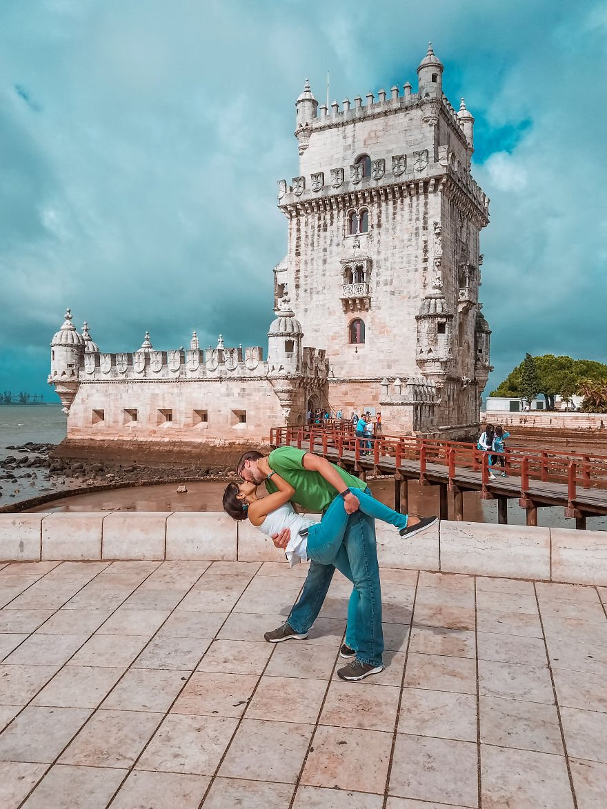 Traveling Couple Takes the Same Cutesy Photo Around the WorldBut The Story Behind Them Is Whats Absolutely Adorable 5a1605be0501e  880 - Long Distance Lovers Travel 4,000 Miles Each To Take Photo For 3 Years Then He Had A Surprise For Her