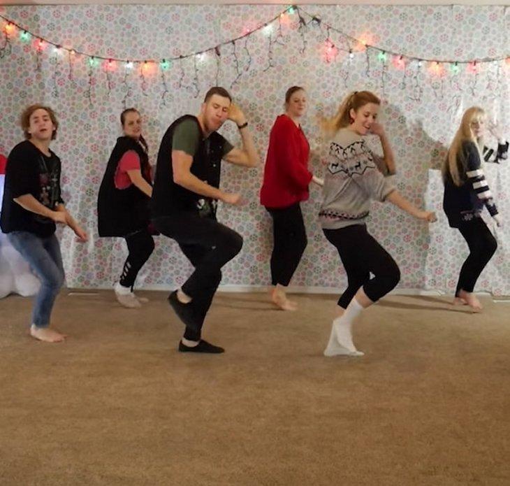danceboogietwo - O Natal Anual de Dança de Natal de 8 Irmãos Está Fora E Desta vez É Iluminando A Internet