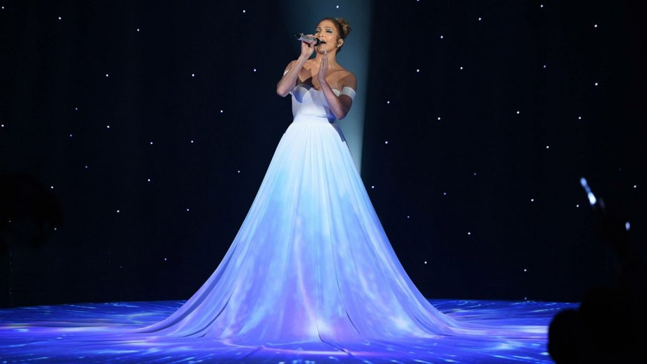 american idol jennifer lopez dress - Why Jennifer Lopez's Dress in American Idol Performance Left People Speechless