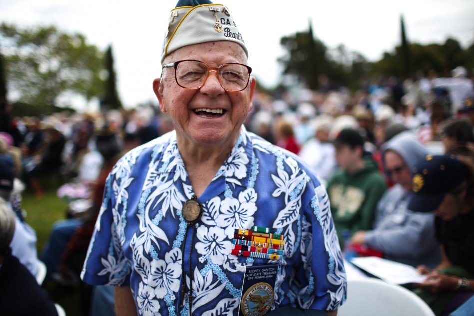 dy0110 948x632 - Old Pearl Harbor Survivor Makes Amazing Appearance, Wins The Hearts Of Over 54,000 Audience