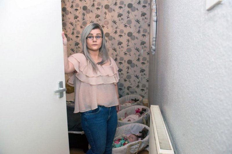 hhhhhhhhhhh - Young Mother Shares A Tiny Room With Her Four Kids As She Waits For Social Housing