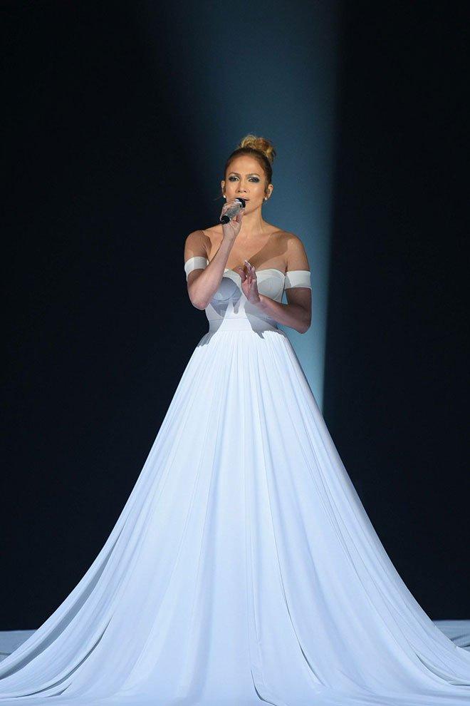 jlo americanidol - Why Jennifer Lopez's Dress in American Idol Performance Left People Speechless