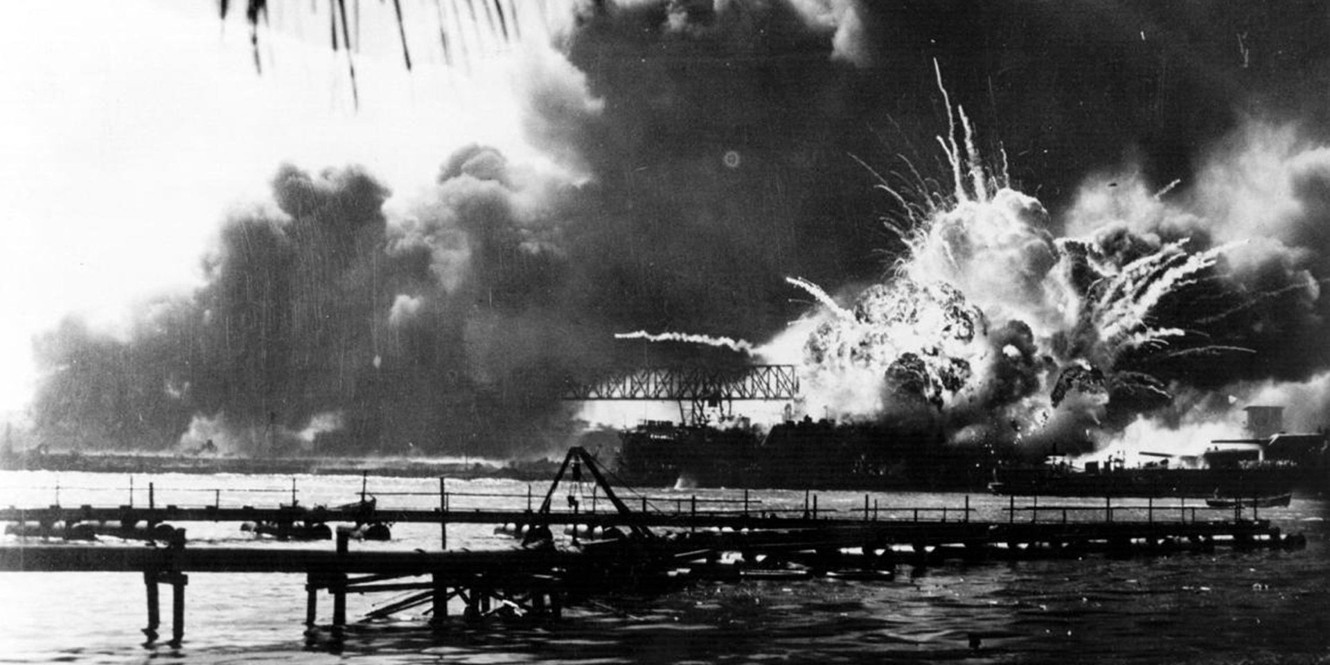 pearl harbour explosion - Old Pearl Harbor Survivor Makes Amazing Appearance, Wins The Hearts Of Over 54,000 Audience